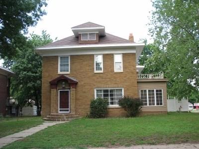 Arkansas City Single Family Home For Sale: 400 N B St