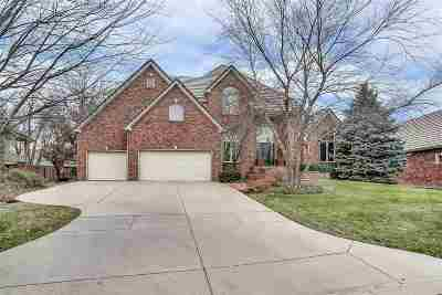 Wichita Single Family Home For Sale: 19 E Stonebridge Cir