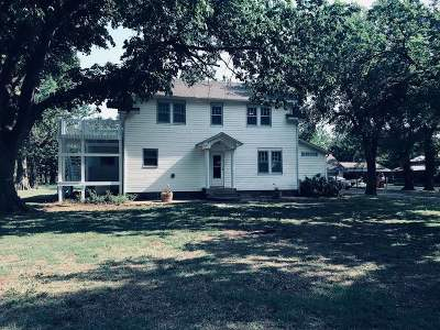 Arkansas City KS Single Family Home For Sale: $225,000