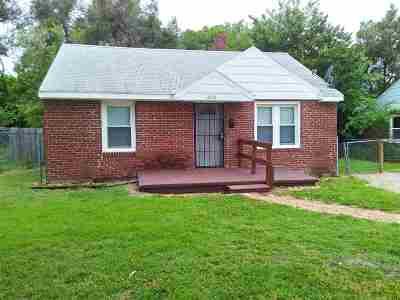 Wichita Single Family Home For Sale: 2831 E Stadium Dr