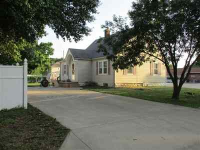 Wellington Single Family Home For Sale: 314 E 14th St