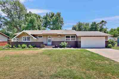 Wichita Single Family Home For Sale: 9319 W Hickory Ln