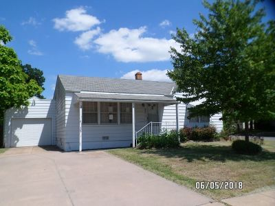 Wichita Single Family Home For Sale: 802 N Old Manor