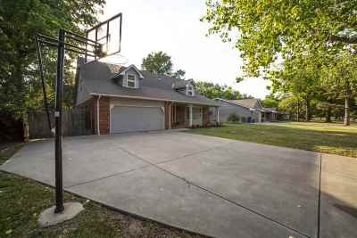 Eastborough Single Family Home For Sale: 15 S Drury Ln