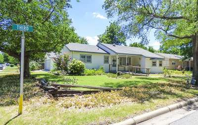 Valley Center Single Family Home For Sale: 225 E 3rd St