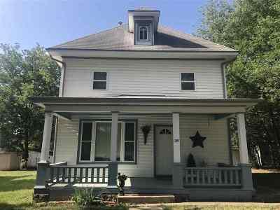 Moundridge Single Family Home For Sale: 219 E Hirschler St