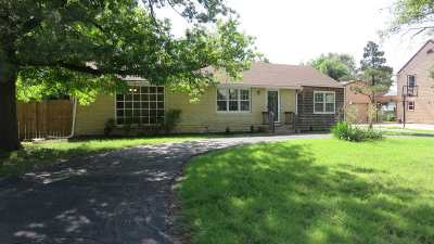 Wichita Single Family Home For Sale: 30 N Laurel Dr