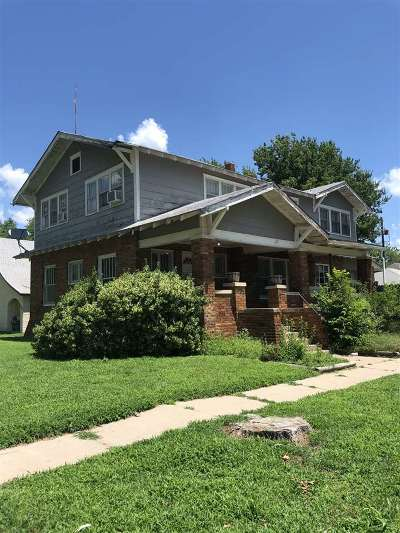 Arkansas City Single Family Home For Sale: 302 N 4th St