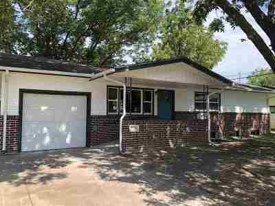 Wichita KS Single Family Home For Sale: $139,900