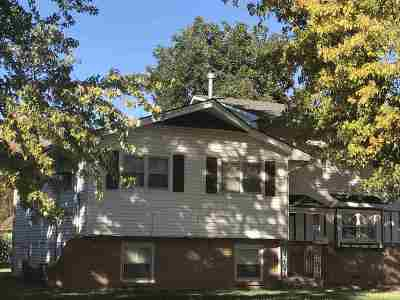 Wichita KS Single Family Home For Sale: $157,900