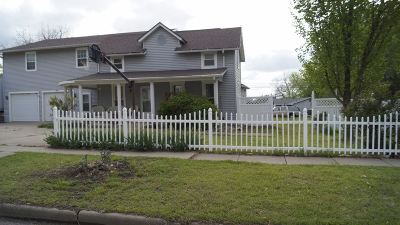 Winfield Single Family Home For Sale: 315 N College St