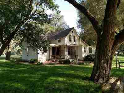 Halstead Single Family Home For Sale: 2200 S Hertzler Rd