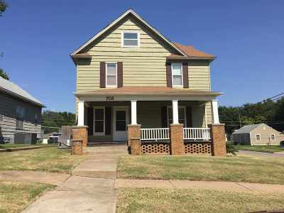 Wellington Single Family Home For Sale: 701 N F St