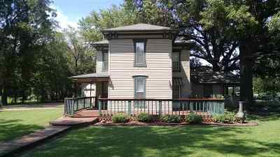 Sedgwick Single Family Home For Sale: 110 E 8th