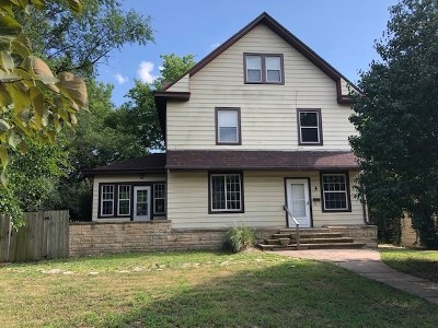 Winfield KS Single Family Home For Sale: $139,900
