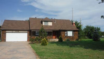 Wichita Single Family Home For Sale: 402 S Julia
