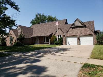 Wichita Single Family Home For Sale: 109 N Longford