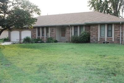Wichita Single Family Home For Sale: 3941 N Friar Ln