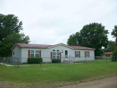 Arkansas City KS Single Family Home For Sale: $62,900