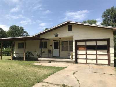 Wichita Single Family Home For Sale: 2421 N Shelton