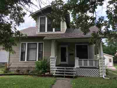Newton Single Family Home For Sale: 906 E Broadway St