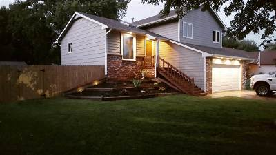 Wichita Single Family Home For Sale: 8408 W 19th St N