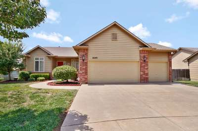Wichita Single Family Home For Sale: 8249 E Old Mill Ct
