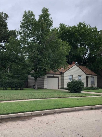 Wichita Single Family Home For Sale: 2304 W Menlo