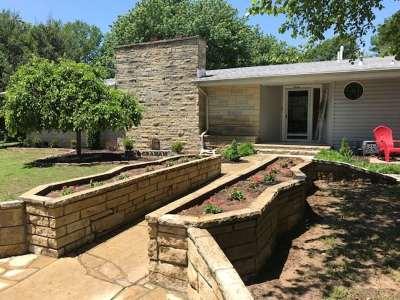 Arkansas City KS Single Family Home For Sale: $299,000