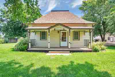 Mount Hope Single Family Home For Sale: 200 N Dean St