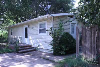 Haven Single Family Home For Sale: 207 S Topeka St