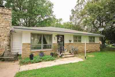 Douglass Single Family Home For Sale: 809 S Elm St