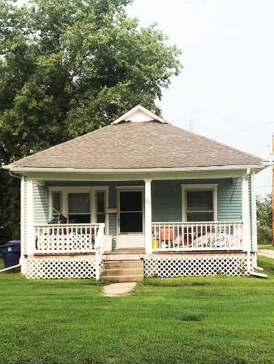 Newton Single Family Home For Sale: 111 N Poplar