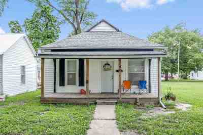 Newton Single Family Home For Sale: 120 W 2nd