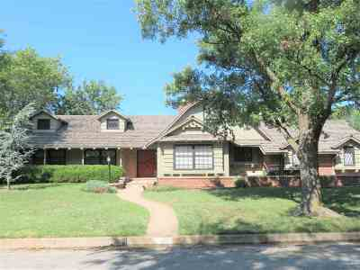 Wichita Single Family Home For Sale: 341 N Crestway