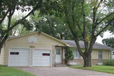 North Newton Single Family Home For Sale: 2614 Rosewood