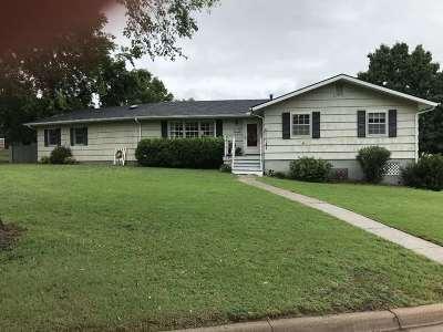 Arkansas City Single Family Home For Sale: 2302 Edgemont Drive