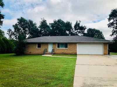 Arkansas City KS Single Family Home For Sale: $164,000