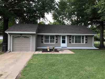 Arkansas City KS Single Family Home For Sale: $68,000