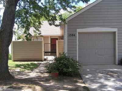 Wichita Condo/Townhouse For Sale: 2243 N Bramblewood #1504