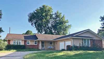 Wichita Single Family Home For Sale: 6409 E 11th St N