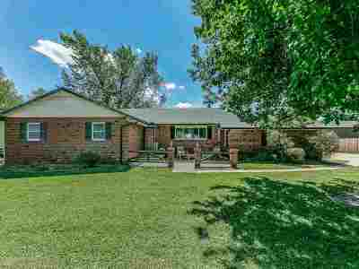 Wichita Single Family Home For Sale: 10601 W Ringer