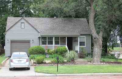 Augusta Single Family Home For Sale: 400 N School St.