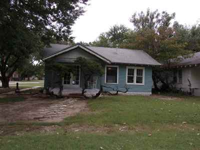 Arkansas City KS Single Family Home For Sale: $30,000