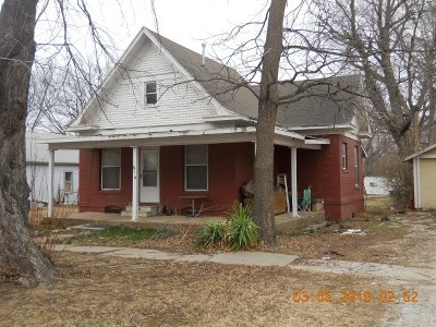 Winfield KS Single Family Home For Sale: $45,000