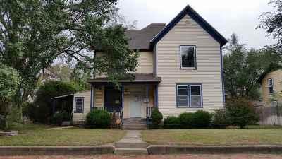 Hutchinson Single Family Home For Sale: 207 E 6th