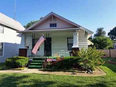 Newton Single Family Home For Sale: 408 E 3rd St