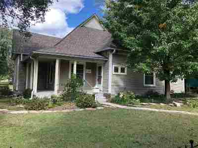 Winfield KS Single Family Home For Sale: $109,900