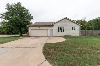 Sedgwick County, Butler County, Reno County, Sumner County Single Family Home For Sale: 323 N Covington St