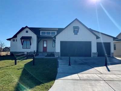 Wichita Single Family Home For Sale: 3905 N Estancia Court